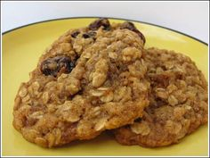 oat cookies *****      Chewy Vegan Oatmeal Raisin Cookies        5.0 from 1 reviews        Print          Recipe type: Dessert    Author: Cookie Madness    Prep time: 10 mins     Cook time: 10 mins     Total time: 20 mins     Serves: 24    An easy vegan oatmeal cookie recip