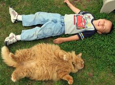 https://flic.kr/p/Md5jq | Fat Cat and Little Kid | Simon the Cat - 6 years - 20.5 pounds (9.3 kg)  Jayden the Kid - 4 years - 38 pounds (17.2 kg)
