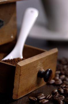 Kaffee, Kaffeepulver, Kaffeebohnen  Bild-Quelle: Tobias Stepper / pixelio.de