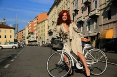 Rossana Diana, the RedHead's bikelook by Via San Marco in Milan