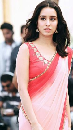 Shraddha Kapoor in half girlfriend Bollywood Heroine, Indian Bollywood Actress, Bollywood Girls, Beautiful Bollywood Actress, Most Beautiful Indian Actress, Bollywood Fashion, Indian Actresses, Beautiful Actresses, Bollywood Images