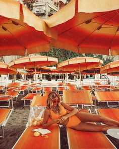 Thinking about planning a trip to the Amalfi Coast? I would definitely recommend spending some time around Positano with the stunning beache. Orange Aesthetic, Aesthetic Colors, Summer Aesthetic, European Summer, Italian Summer, Foto Casual, Posing Ideas, Amalfi Coast, Looks Cool