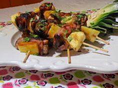 Espetadas de lombinho com bacon e ananás