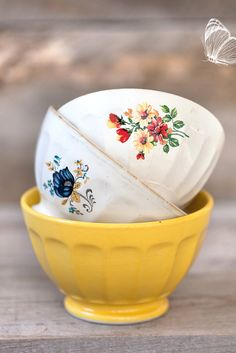Bring spring in with these cheerful vintage bowls.