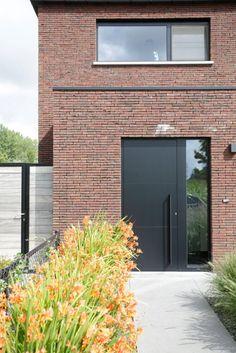 This particular barn garage doors can be an inspiring and first-class idea Modern Entrance Door, Modern Exterior Doors, Modern Door, House Entrance, Front Door Design, Entrance Design, House Windows, Facade House, Brick Architecture