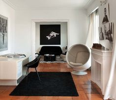 Ball Chair By Eero Aarnio And Lago Chair By Philippe Starck / DRIADE