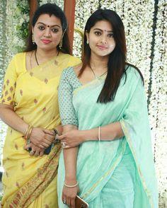 Oh this blue saree 😍 Celebrity Couple Costumes, Celebrity Couples, Divas, Organza Saree, Cotton Saree, Simple Sarees, Plain Saree, Indian Beauty Saree, Indian Sarees