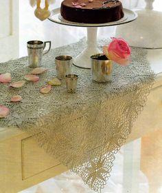 tejidos artesanales: mantelito calado de motivos cuadrados