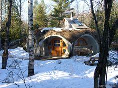 Hobbit Home ~ Le Troglo - theDIYdreamer.com