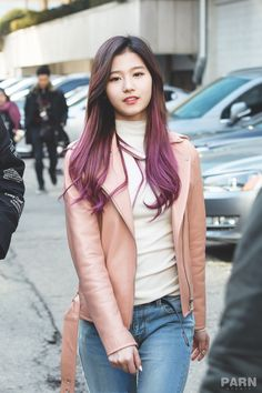 Sana Facts: – She was born in Tennōji-ku, Osaka, Japan. – Sana is an only child. – Sana got cast while she was shopping with her . Kpop Hair Color, Korean Hair Color, Hair Inspo, Hair Inspiration, Tzuyu And Sana, Sana Cute, Hight Light, Sana Minatozaki, Twice Sana