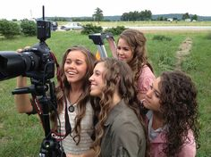 19 Kids and Counting's Ladies - The Duggar Girls Accidentally Tried Alcohol - Cosmopolitan
