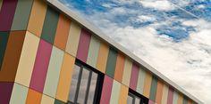 Kantoorpand Pijnacker, Massief NT Kunststof gevelbekleding gelijmd. Realisatie: 2015    Architect: Oosterlaan   Architectuur & Vormgeving  https://www.plastica.nl/referenties/bedrijfspand-pijnacker/