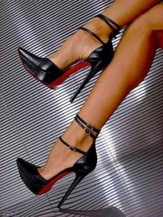 Christian Louboutin shoes spring 2016 Fashion high heels, fashion girls shoes and men shoes Dream Shoes, Crazy Shoes, Me Too Shoes, Stilettos, Stiletto Heels, Women's Pumps, Hot Shoes, Shoes Heels, Shoes Sneakers