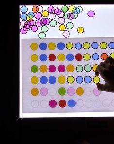 Juegos para mesa de luz Reggio Emilia, Preschool Activities, Infant Activities, Lead Boxes, Overhead Projector, Reggio Classroom, Light Board, Classroom Inspiration, Creative Play