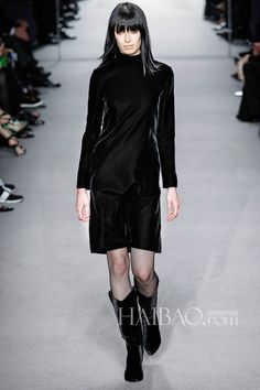 Tom Ford 2014 AW Sewing London Smoky makeup, pale lip color, hot bangs, a simple, casual velvet dress with fishnet stockings
