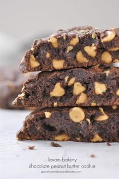 Levain Bakery Chocolate Peanut Butter Cookies ~ Your HomeBased mom Easy Cookie Recipes, Sweet Recipes, Brownie Recipes, Cat Recipes, Just Desserts, Delicious Desserts, Peanut Butter Chip Cookies, Levain Bakery, Chocolate Peanuts