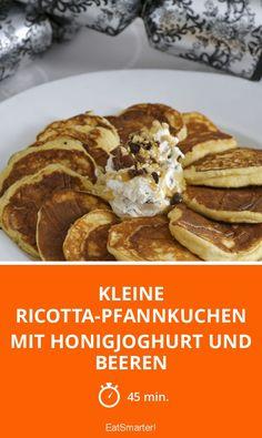 Kleine Ricotta-Pfannkuchen mit Honigjoghurt und Beeren - smarter - Zeit: 45 Min. | eatsmarter.de