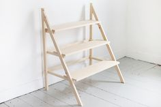 DIY Step Ladder Plant Stand The Merrythought DIY Trittleiter Pflanzenständer The Merrythought Plant Ladder, Diy Ladder, Plant Shelves Outdoor, Ladder Shelves, Modern Plant Stand, Wood Plant Stand, Indoor Plant Stands, Room With Plants, House Plants