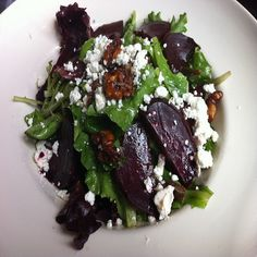 Mixed Green and Roasted Beet Salad with Gorgonzola, Pear and Arugula (Gluten-Free) - Celiac.com