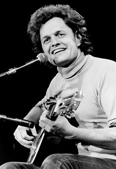 Harry Chapin (1942–1981) <3  love this shot
