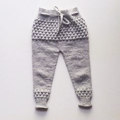 Baby Boy Knitting, Knitting For Kids, Knitted Baby Clothes, Baby & Toddler Clothing, Baby Outfits, Scandinavian Fashion, Baby Pants, Pants Pattern, Baby Patterns