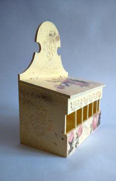 Drewniane pudełko na herbatę ozdobione metodą decoupage | Wooden tea chest decorated with decoupage method