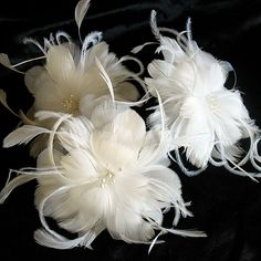 Bridal white feather bobby pin - wedding feather fascinator - feather flower hair pin