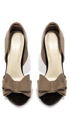 Taupe Retro Bow Heels ❤︎