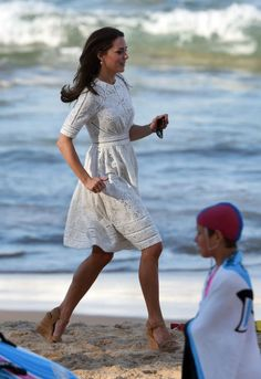 william and kate at the beach in australia - Buscar con Google