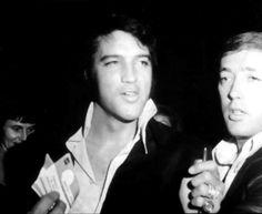 Elvis Presley at a Nancy Sinatra show at Caesar's Palace in Las Vegas . Memphis Mafia, Elvis Presley Pictures, Old Vegas, Nancy Sinatra, Caesars Palace, Concert Tickets, Thats The Way, Graceland, Nevada