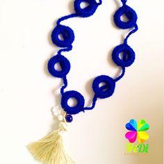 Collar tejido crochet azul Rey