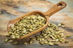 Do you want to know how to eat pumpkin seeds for weight loss? Read this article to know health benefits of Kaddu K beej for flat belly or lose tummy fat. Pumpkin Seeds Benefits, Fall Recipes, Healthy Recipes, Healthy Food, Dinner Recipes, Flat Belly Foods, Food Swap, Vegetable Protein, Appetite Control