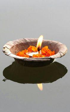 Offering at Varanasi, India Varanasi, Bollywood Stars, Ayurveda, Holi, Mother India, Amazing India, India Colors, India Travel, Diwali