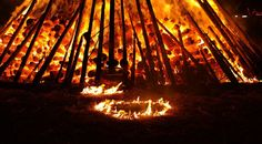 W przedchrześcijańskich obrzędach ważną rolę odgrywał ogień..