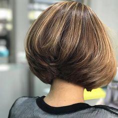 Choppy and Wavy Lob - 60 Inspiring Long Bob Hairstyles and Long Bob Haircuts for 2019 - The Trending Hairstyle Short Inverted Bob Haircuts, Angled Bob Hairstyles, Hairstyles Haircuts, Trendy Haircuts, Wedge Bob Haircuts, Wedge Haircut, Stacked Haircuts, Layered Bob Short, Best Bob Haircuts