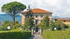 Villa Pardi si trova immersa nel verde della campagna Toscana, ai piedi delle colline che separano Lucca dalla costa e dalle Alpi Apuane, di fronte al delizioso borgo di Nozzano Castello. Da un signorile viale si accede all'ampio parco che circonda l'intera proprietà.