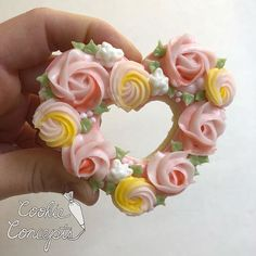 Mother's Day Cookies floral wreath cookies. Piped rose cookies. Piped icing roses. Multicolor piped roses.