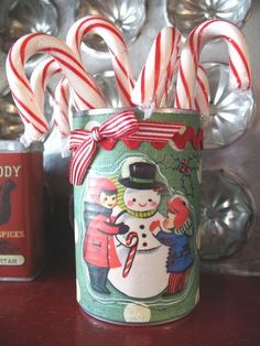 Project - ~Candy Cane Holder~ Altered Soup can * DAISY D'S~twopeasinabucket.com