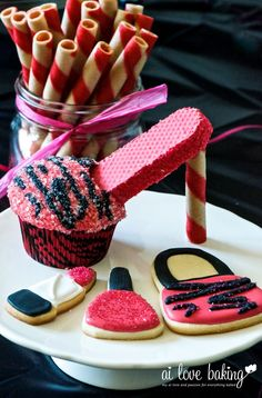 High Heel Cupcakes with matching purse and make-up cookies (Cara Playful Pink)