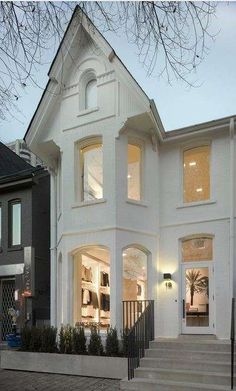 Home-Inspired Boutiques - The James Perse Toronto Location Combines Cozy with Sleek (GALLERY)
