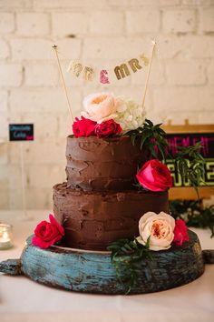 Bohemian chocolate frosted wedding cake - bohemian style wedding ideas | fabmood.com #bohemian