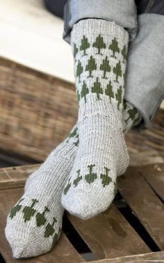 page has so many cool patterns.if only I could read finnish? Wool Socks, Knitting Socks, Hand Knitting, Knitting Patterns, Cool Patterns, Yarn Crafts, Knitting Projects, Warm And Cozy, Knit Crochet
