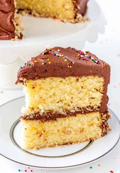This classic yellow cake with fudge frosting is like taking a page out of your childhood. The cake is rich, tender and delicate, then it's topped with a ton of creamy fudge frosting. Add sprinkles for fun! Yellow Cake Chocolate Frosting, Fudge Frosting, Chocolate Fudge, Cake Mix Recipes, Frosting Recipes, Savoury Cake, Celebration Cakes, Let Them Eat Cake, No Bake Cake