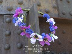 Flower crown! ♥  https://www.facebook.com/pages/Linda-Cecilia-Mu%C3%B1oz-Accessories/521247184631614