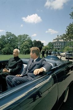 Kennedy greeting the prime minister of India. http://www.rosettabooks.com/ebook/jfks-final-hours-in-texas/