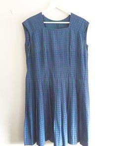 peacock blue vintage silk dress SOLD 数日前よりオランダに戻りました3月も皆様に素敵なものをお届けいたします お知らせ fab. の一部商品が銀座奥野ビル105号室 アンティークヴィンテージショップ裏庭(@uraniwa_antiques )でご試着可能となりました 常に商品が置いてあるわけではないのでご希望の商品がございましたら事前にinstagram のDM 又はinfo@fab-vintage.net にご連絡ください ご来店予定日時間ご希望の商品もお知らせください (裏庭さんの営業日に準じますのでご希望日に添えない場合もございます) #fab.#vintagefashion #ヴィンテージ #ビンテージ#ヴィンテージファッション #ヴィンテージワンピース #ヴィンテージドレス #ヴィンテージスカーフ