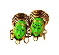 Selro green face earrings