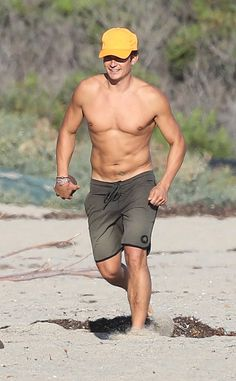 Orlando Bloom from The Big Picture: Today's Hot Pics  The actor goes shirtless during a beach day in Malibu, Calif.