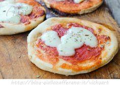 Pizzette da buffet veloci ricetta senza lievito, stuzzichini, ricetta sfiziosa, pizzette veloci, idea snack, feste di compleanno, facili da realizzare, congelabili