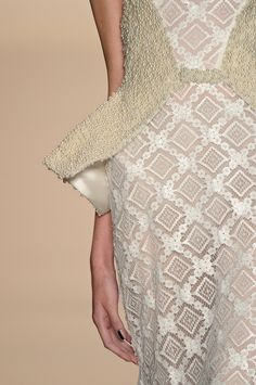 Detalhes // Acquastudio por Esther Bauman, SPFW, Verão 2014 RTW // Foto 34 // Desfiles // FFW Ideias Fashion, Studio, Lace, Women, Pictures, Haute Couture, Studios, Racing, Woman